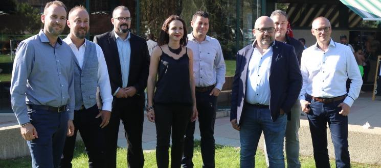 Le nouveaux CA du HCC composé de (g. à dr.) : David Grandjean, Patrick Sgobba, Grégory Duc, Isabelle Augsburger, Sébastien Maye, Olivier Calame (Président), Nicolas Bueche et Walter Tosalli (Vice-Président).